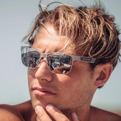 kule solbriller laget av titanium